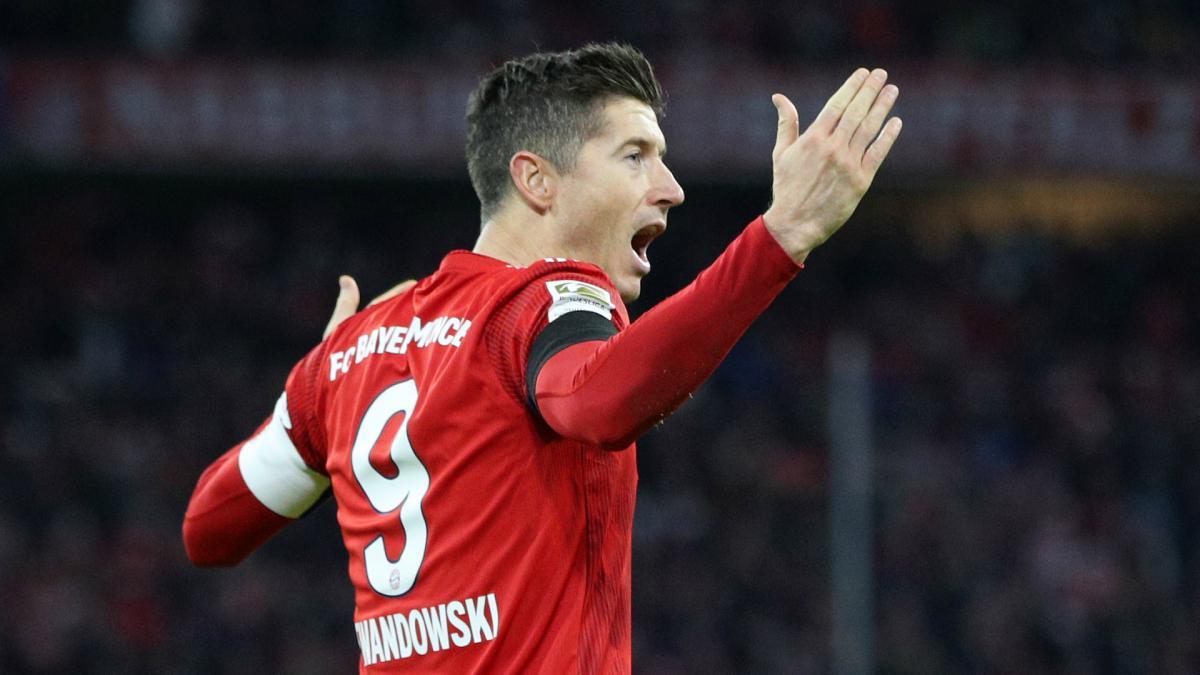 Lewandowski reaches 100 Bayern goals as league lead grows