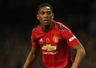 United pair Martial and Lingard out for up to three weeks
