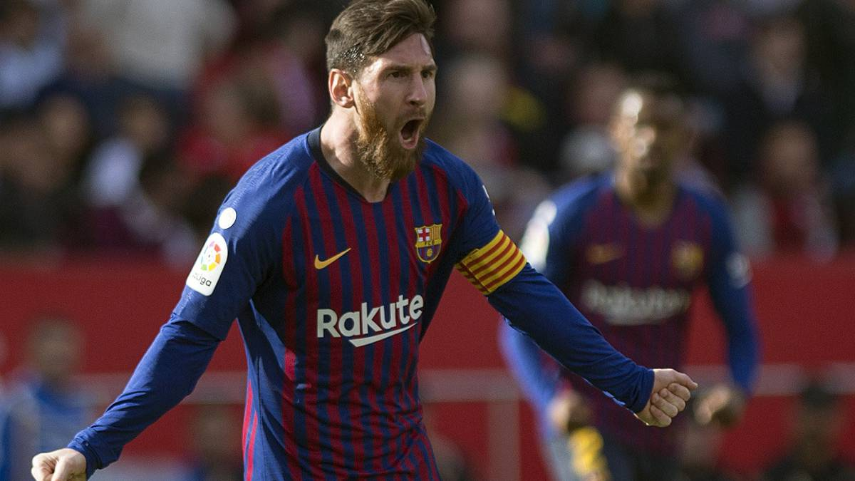 56b7e7bbcde Messi leads Barcelona to victory in entertaining game in Seville ...