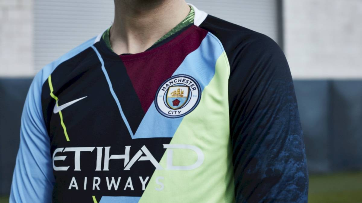 5f743e21ab5 Man City launch  mash-up  kit and social media outrage ensues - AS.com