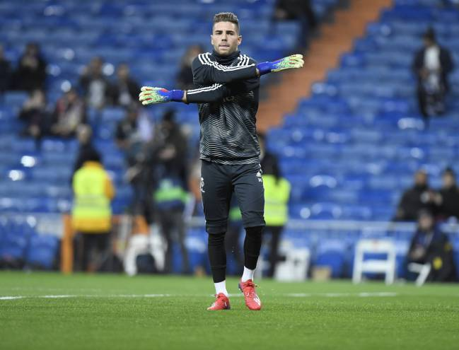 It's time | Luca Zidane warming up.