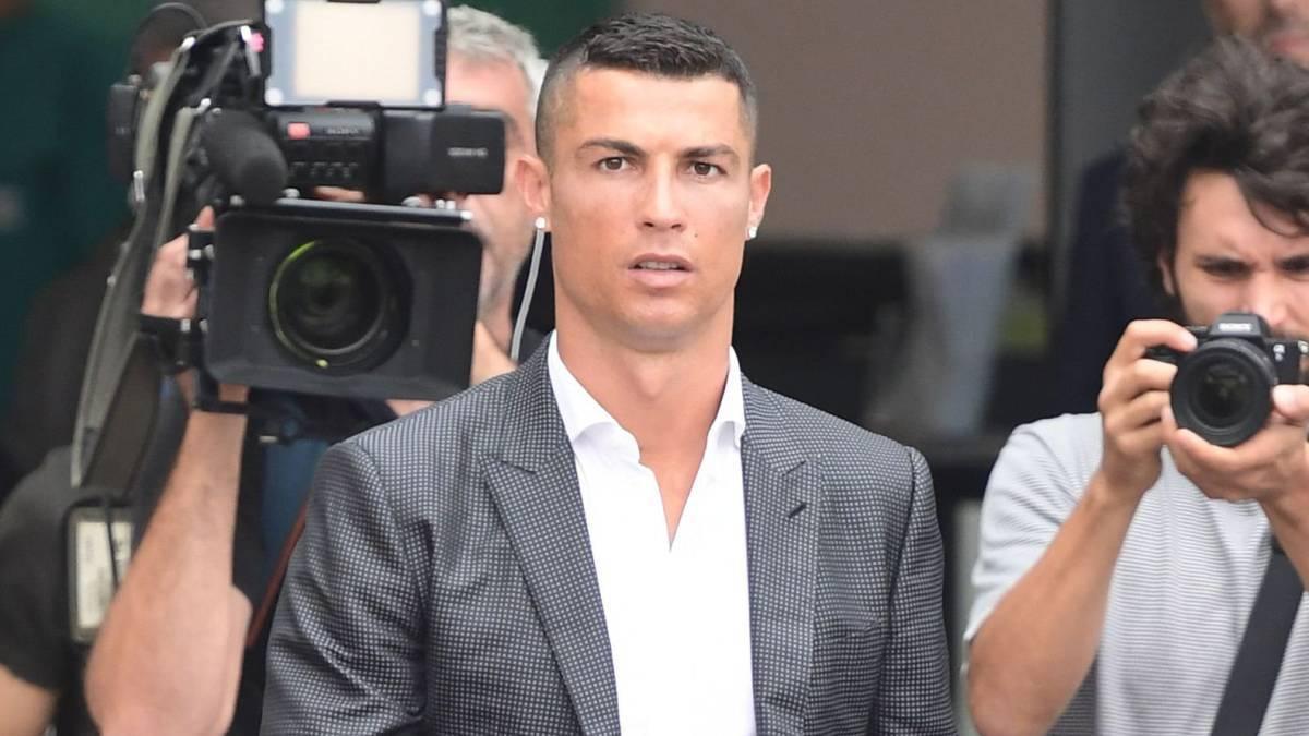 Thua kiện báo Đức, Cris Ronaldo như ngồi trên đống lửa