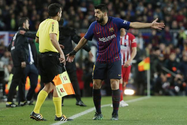 Barcelona's Uruguayan forward Luis Suarez shares his usual sweet nothings with the assistant referee.
