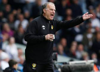 Bielsa orders Leeds players to sit back and let Aston Villa score