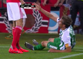 Fábio Coentrão's shorts pulling reaction to not being helped up