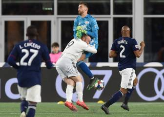 Rooney endures brutal collision against Revs goalie