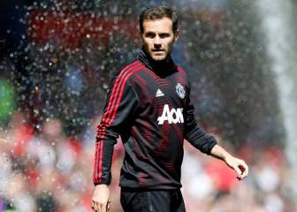 Manchester United offer Juan Mata new contract