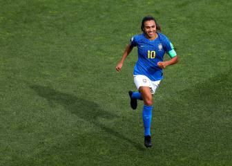 Marta equals Miroslav Klose's World Cup goals record