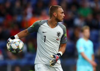 Jasper Cillessen close to Premier League move