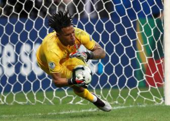 Peru hold their nerve in the penalty shoot-out