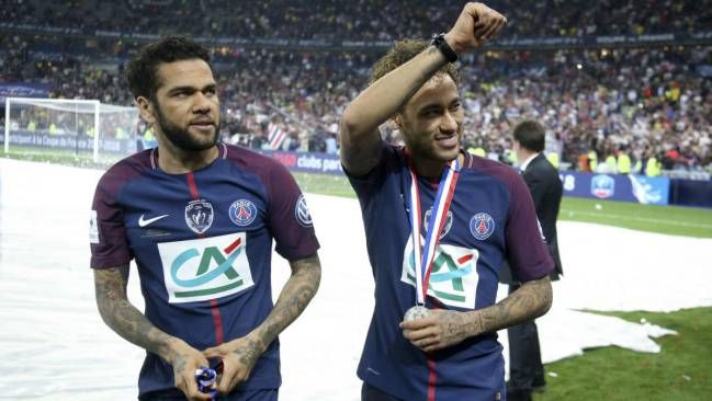 cheaper 5252e daca1 Alves: PSG must play for Neymar as teams do for Ronaldo and ...