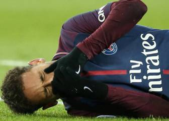 Neymar's foot may rule out Barcelona return