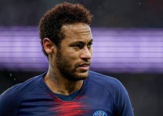 Neymar receives rough welcome from Parc des Princes