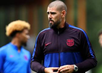 Víctor Valdés sent to the stands in his first home match