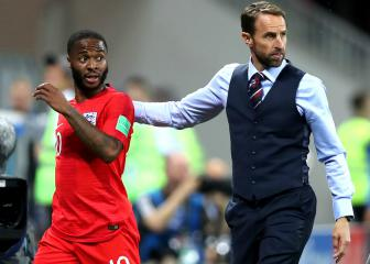 Ferdinand accuses Southgate of hanging Sterling out to dry
