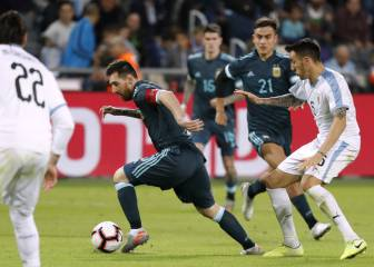 Messi converts late pen to secure draw for Argentina