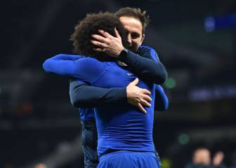 Chelsea outplay Tottenham with Willian double