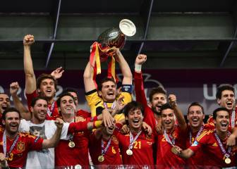 Spaniards dominate France Football's 'team of the decade'