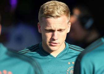 United target Donny van de Beek rules out Ajax exit