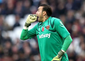 Stopper Roberto swaps West Ham for Alaves