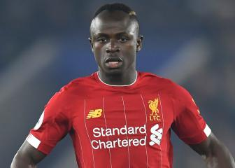 Mané forced off injured in first half of Liverpool's win at Wolves