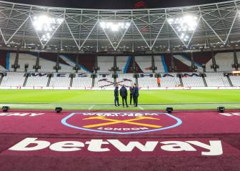 Police arrest two West Ham fans for alleged homophobic gestures
