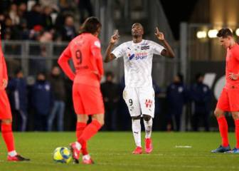 Amiens and PSG in eight-goal thriller as record equalled