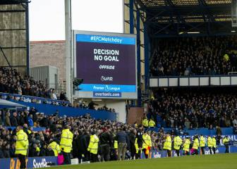 VAR rules out late Everton goal as United leave with point