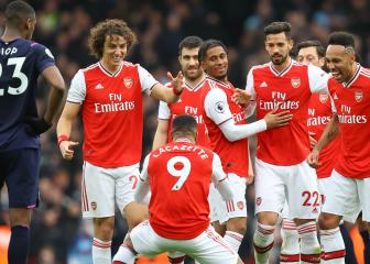 Arsenal in Champions League hunt, Reds edge towards title