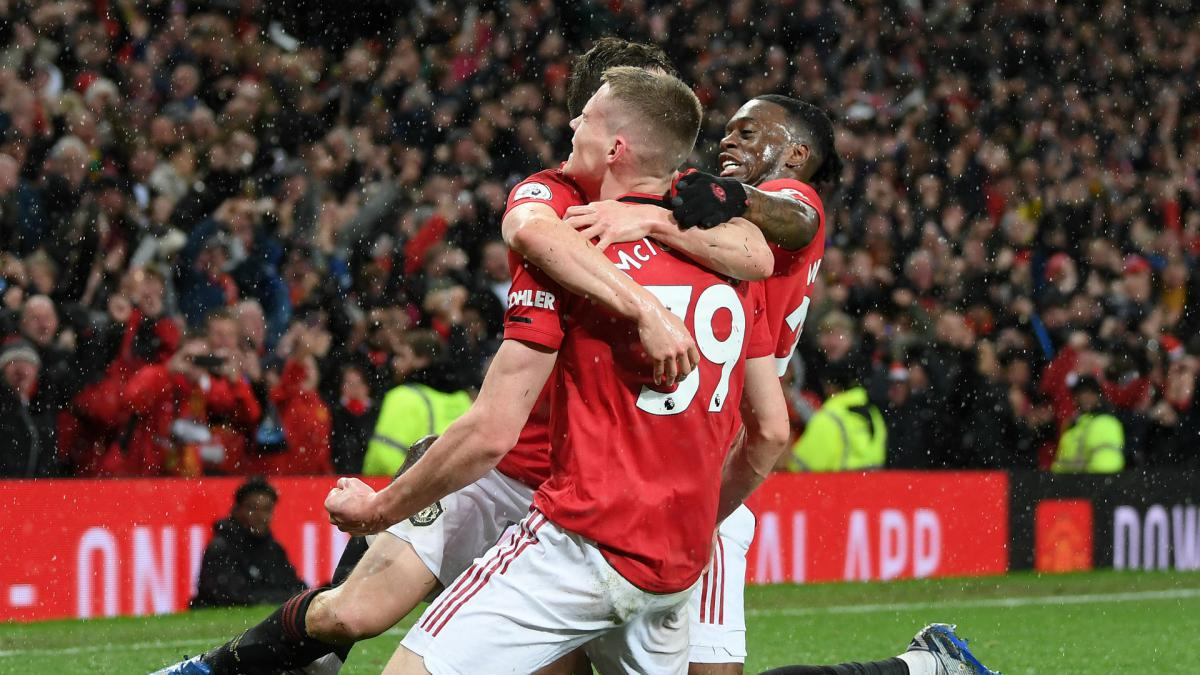 Old Trafford rises to Solskjaer's derby triumph of style and steel
