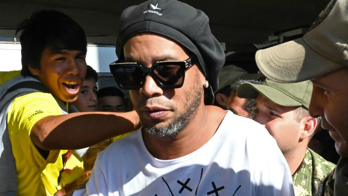 Ronaldinho maintains his innocence after Paraguay arrest