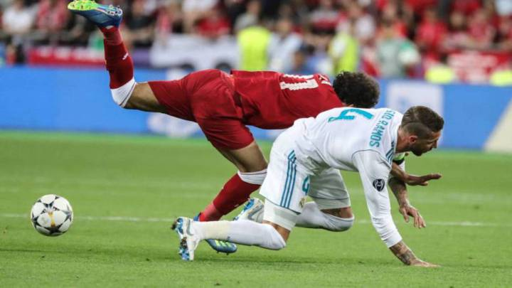 Real Madrid's Sergio Ramos shunned by Liverpool's Elliott