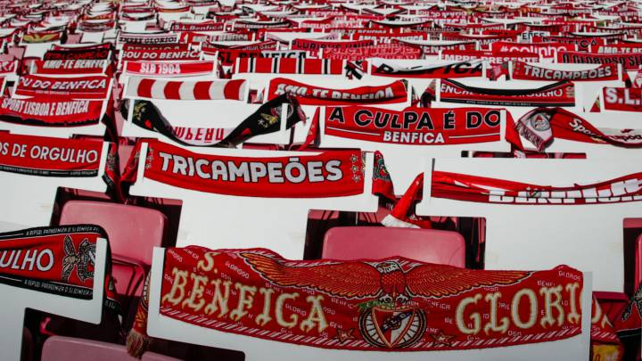 Two players injured as Benfica bus stoned by their own fans