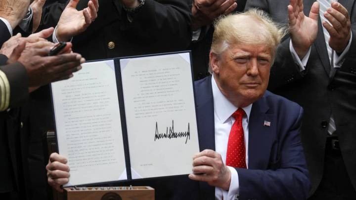 Trump signs executive order to reform police brutality in the US