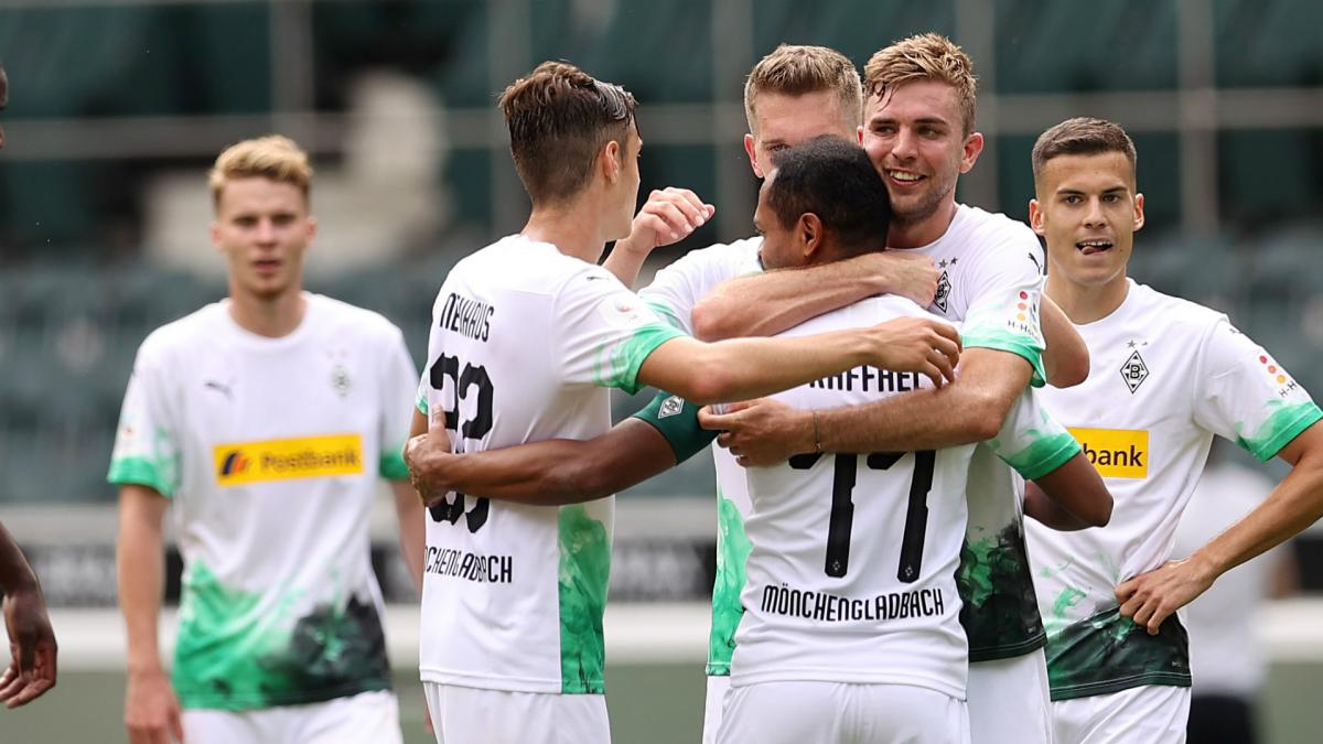 Gladbach hold off Leverkusen to claim final Champions League spot