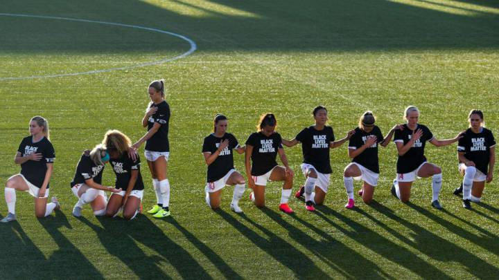 Players kneel in protest after NWSL change national anthem policy