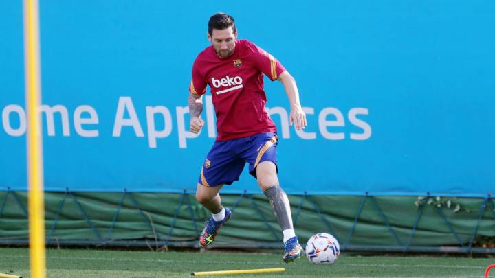Messi back in the Camp Nou fold after failed attempt to leave