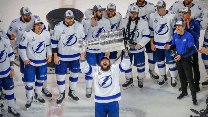 Tampa Bay Lightning beat Stars to win Stanley Cup for second time