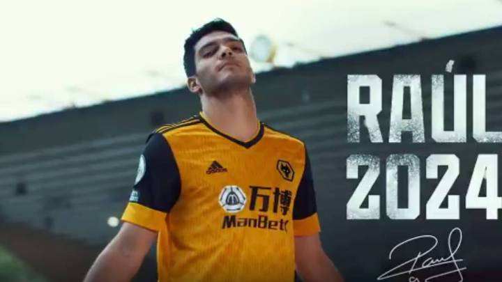 Raúl Jiménez renews contract with Wolves until 2024