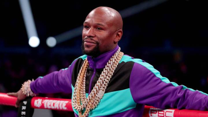 Mayweather receives windfall after placing bet on Teofimo López' victory
