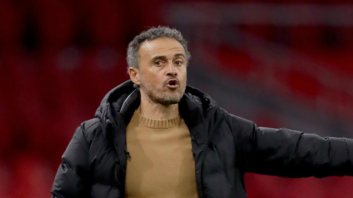 Luis Enrique defends striker-less system after Spain rescue late draw