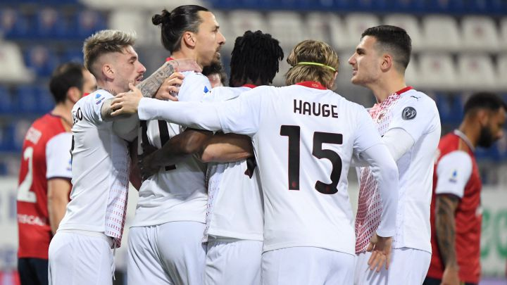 Zlatan scores twice as leaders Milan ease past Cagliari