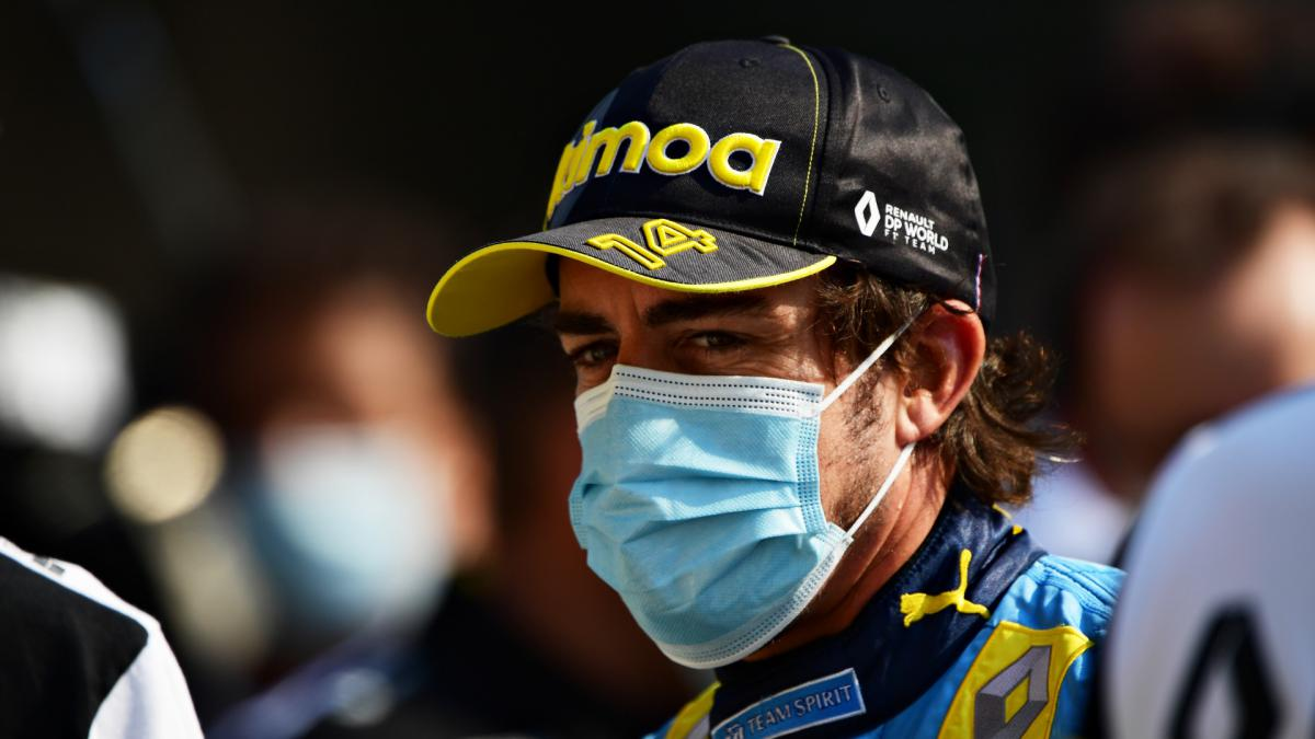 Alonso has surgery on jaw fracture, expected to be ready for new F1 season