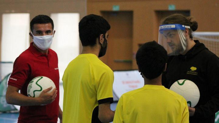 Tim Cahill takes part in football courses for people with disabilities