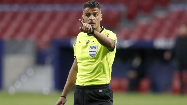 Who is Jesús Gil Manzano, the referee for Real Madrid vs Barcelona?