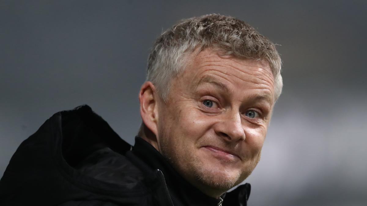 Solskjaer suggests Man Utd's poor home form partly down to red seats and banners