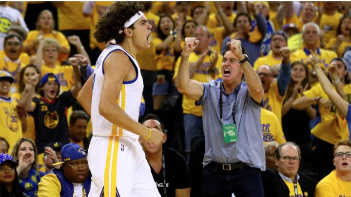 Cleveland sign former PF Anderson Varejao to 10-day contract