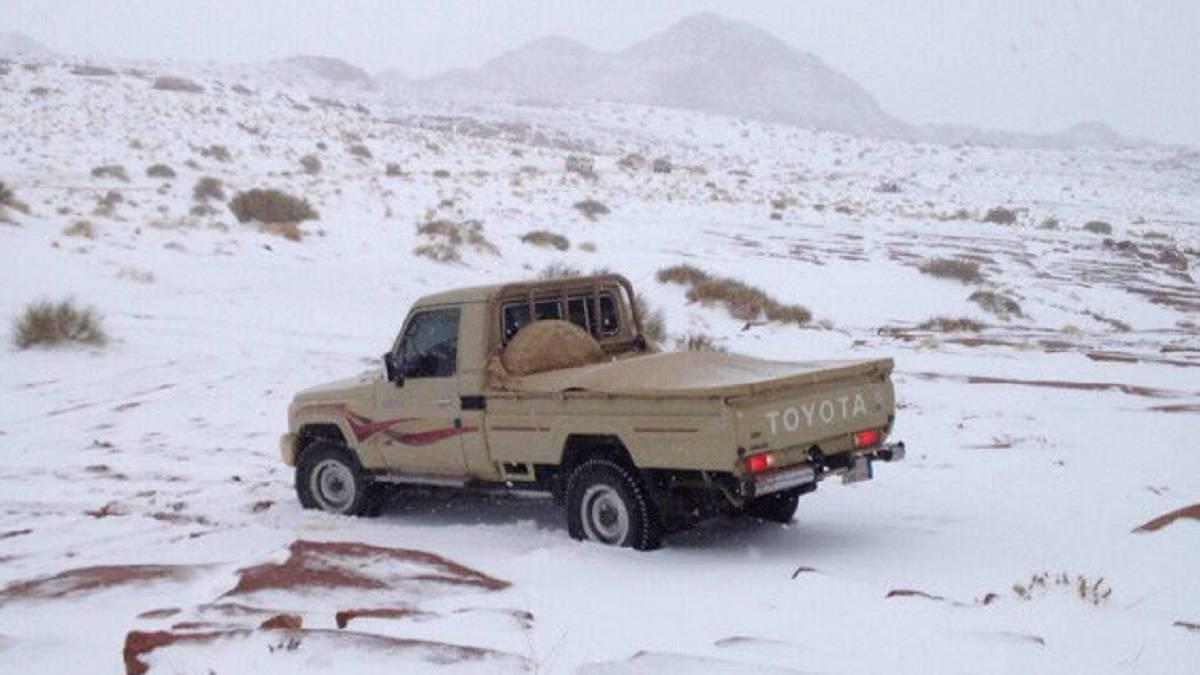 Una atípica tormenta de nieve cubre de blanco Arabia Saudí