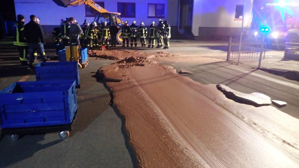 Un accidente en Alemania provoca un río de Chocolate en plena calle