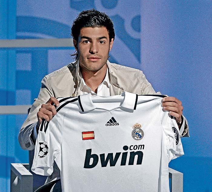 El Madrid estrena camiseta con la bandera de España - AS.com 2d7c248de2f79